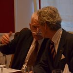 Der Referent Prof. Dr. Endre Bárdossy im Gespräch mit Kanzler Stolberg