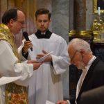 HW Timothy McDonnell segnet das Gelöbnis von Dr. Peter Kubicek