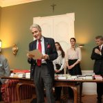 Kanzler Graf Stolberg bei der Bücherpräsentation